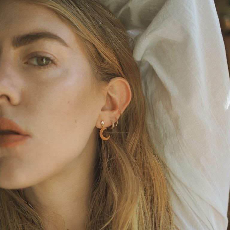 Crescent Moon Stud Earrings Gold 01