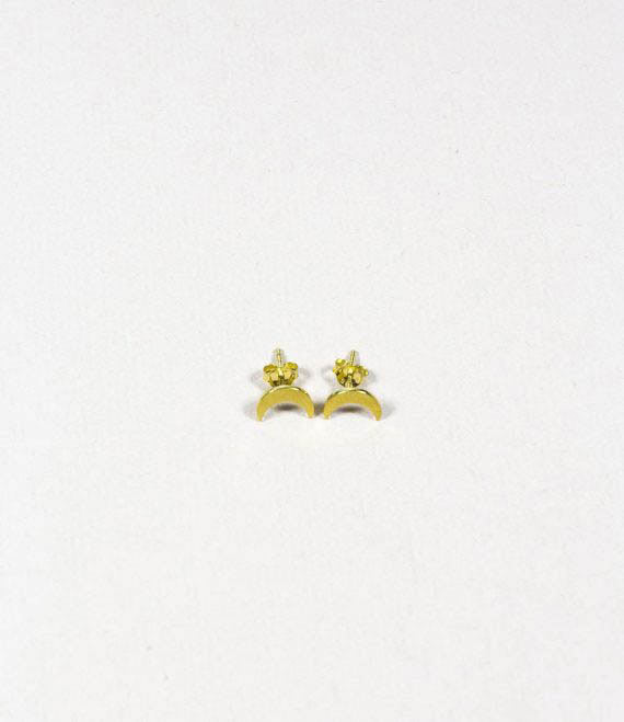 Crescent Moon Stud Gold _1