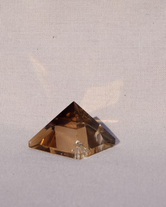house_of_formlab_smoky_quartz_pyramids-001